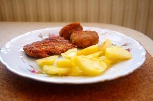 Kotleciki z kurczakiem, pieczarkami i serem